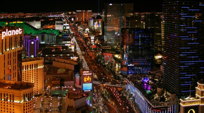 Las_Vegas_Strip_at_night,_2012
